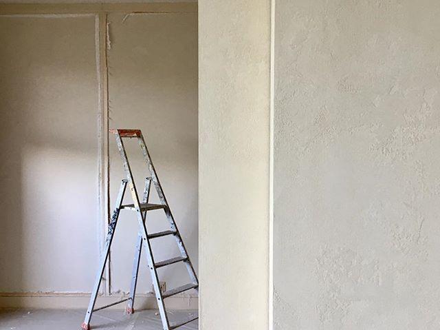 Un client fidèle 💚Au premier plan, un effet de matière réalisé en 2001, aujourd'hui nous travaillons la pièce à côté !!